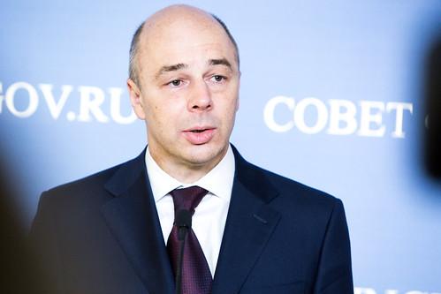 Подход к прессе министра финансов РФ Антона Силуанова