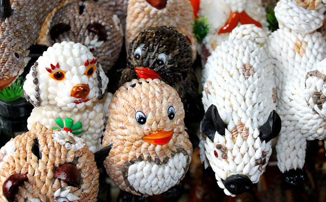 Novelty shopping trips asia pacific travel beat for Animals made out of seashells