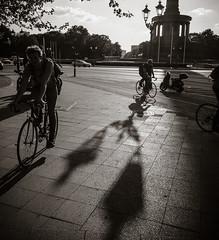 Berlin, Mai 2016: Siegessule, Radfahrer (killerhippie foto) Tags: berlin deutschland orte siegessule rikscha gegend rikschafahren