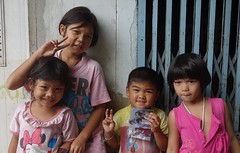 children with photo (the foreign photographer - ) Tags: two sisters portraits children thailand four photo friend brother bangkok sony khlong bangkhen thanon rx100 dscjul182015sony
