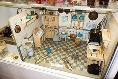 Antique German dollhouse kitchen (quinet) Tags: germany munich toy deutschland antique allemagne spielzeug toymuseum jouet dollhouse ancien antik spielzeugmuseum musedujouet puppenhaus 2013 maisondepoupes