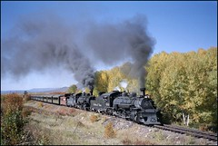 489 and 484 in The Narrows (TrainsandTravel) Tags: usa newmexico chama narrowgauge 489 484 thenarrows 282 tatsunis cumbrestoltecscenicrailroad drgw vereinigtestaaten schmalspur k36 ctsr voieetroite