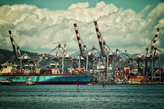 maersk (paddy_bb) Tags: italien sky italy cloud seascape water mediterranean harbour decay hafen laspezia 2016 nikond5300 paddybb
