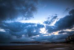 Vivo en las Sombras (I live in the Shadows) (Dibus y Deabus) Tags: gijon asturias espaa spain cielo sky nubes clouds amanecer dawn playa beach playadesanlorenzo paisaje landscape ciudad city canon 6d