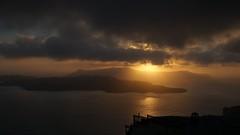 Puesta del sol en Santorini (MarianoE59) Tags: naturaleza nature landscape paisaje santorini greece grecia puestadelsol liliumvillasfirahotel