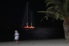 La mer, la plage, une ombre... (Pi-F) Tags: plage saintraphal bateau nuit sable mer mditerrane ombre femme silhouette flou palmier