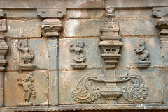 Carvings on Temple walls (VinayakH) Tags: halasurusomeshwaratemple bangalore india ulsoor chola vijayanagaraempire kempegowda hindu shiva temple hinduism