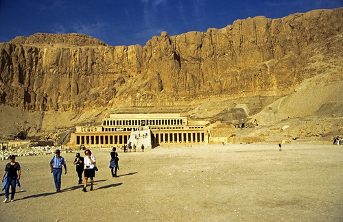 "Ägypten 1999 (365) Theben West: Totentempel der Hatschepsut • <a style=""font-size:0.8em;"" href=""http://www.flickr.com/photos/69570948@N04/28602919814/"" target=""_blank"">View on Flickr</a>"