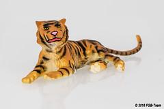 Preiser 47510 - Tiger liegend (Stefan's Gartenbahn) Tags: gartenbahn stefansgartenbahn fgbberlin fgbteam fgb dromedar tier elastolin tiger liegend 47510 47531 preiser