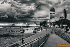 Port Olimpic, Barcelona (avi_olmus) Tags: verano nocturnas cielo blancoynegro barcelona nubes grano torremapfre antiguo chiringuito vintage portolimpic playa ruido bar