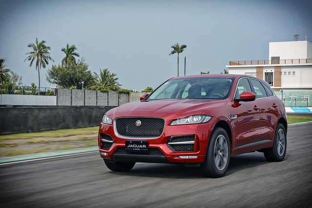 F-Pace-58