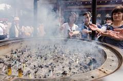 Cleansing smoke (cinusek) Tags: incense smoke people pilgrims ritual sensoji asakusa tokyo japan wideangle crowd