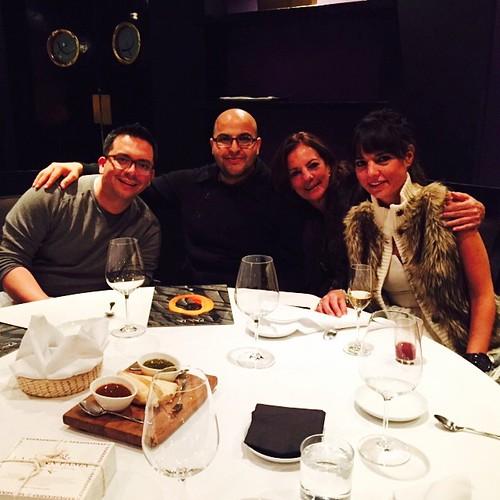 Cenando con @joseracastillo @mamaramon @mariajuanaramon cc @dramonr