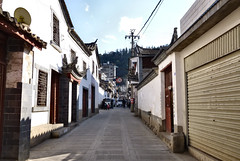 489 Yunnan - Tonghai (farfalleetrincee) Tags: china travel house tourism asia village adventure guide yunnan streetview urbanlandscape  tonghai
