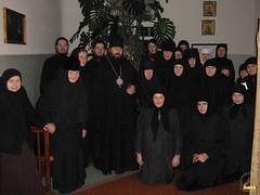 136. Еп.Арсений с сестрами богодельни Покровского монастыря 2006 г