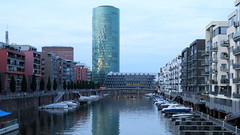 Frankfurt (138) (Silvia Inacio) Tags: tower architecture germany dock arquitectura torre frankfurt westhafentower alemanha doca