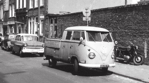 "SN-18-90 Volkswagen Transporters dubbelcabine 1960 • <a style=""font-size:0.8em;"" href=""http://www.flickr.com/photos/33170035@N02/15885762942/"" target=""_blank"">View on Flickr</a>"
