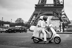 Dolce Vita in Paris (Cedpics) Tags: street bw paris france love couple scooter amour toureiffel trocadero fr