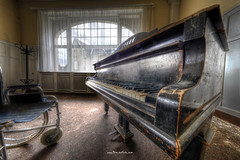 Keys (Fine Art Foto) Tags: haus der anatomie house anatomy physio schule school urbex urbanexploration urbandecay urban lostplace lostplaces lost abandoned aufgegeben oblivion rotten decaying decay derelict keys piano grand