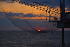 Fishing [EXPLORE] (Antonio Cinotti ) Tags: sunrise dawn marinaromea ravenna alba romagna emiliaromagna ritiraromagnola villaggiodelsole sun fishing nikond7100 nikon d7100 rollinghills nikon1685