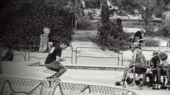 Mouvements rollerskate - bol de Marseille (hkoskas) Tags: marseille massalia massilia marsiglia marseillais marseillaise man men villedemarseille southoffrance cityofmarseille sport sports sportif sportifs spot photossportives nb white wb black blackandwhite noiretblanc boy youngmen frenchboy frenchmen rollerskate rollers sauts acrobatie jeunesmarseillais