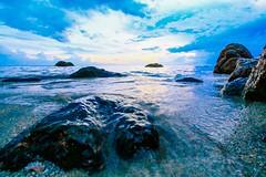 IMG_4345 ~ menunggu lebaran (achem74) Tags: sea beach coast seascapes shorelines sky cloudscapes travel places trip sunrise morning tc telukcempedak kuantan pahang malaysia canon eos eos700d canoneos700d canonlens 10mm18mm wideangle efs10mm18mm