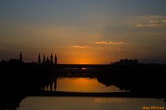 Atardecer en el Ebro (Ana Eloysa) Tags: elpilar pilar atardecer azul naranja degradado rio ebro agua reflejo silueta contraluz anaeloysa aeloysa