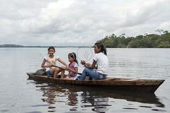 _TEF5685 (Edson Grandisoli. Natureza e mais...) Tags: rio menina madeira canoa remo amaznia remando ribeirinha regionorte jovemcabocla