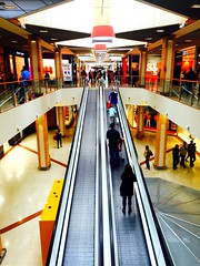 Escalator.. (fourmi_7) Tags: windows colors shop couleurs escalator trails happiness staircase round lower stores bonheur enjoyment joie vitrines balade purchases magasins achats monter descendre escalaror
