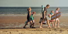 Time for home. (pentlandpirate) Tags: alnmouth beach northumberland family