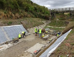 Restoring the Wendover Arm, Grand Junction Canal (Snapshooter46) Tags: canalrestoration wendoverarm grandjunctioncanal grandunioncanal wendoverarmtrust canalrivertrust miswell hertfordshire workingparty civilengineering bentomatsheeting