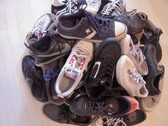 MINI PYRAMIDE (marsupilami92) Tags: france frankreich îledefrance hautsdeseine 92 courbevoie becon pyramidedechaussures handicapinternational pyramidofshoes chaussures baskets sneakers adidas converse nike springcourt vans