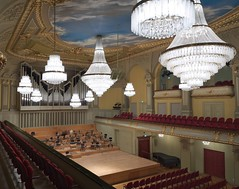 Konzertsaal (MadCyborg) Tags: ice thringen theater tsf theatre chandelier 008 gera stiched concerthall kronleuchter x100 tpt konzertsaal mtsf15