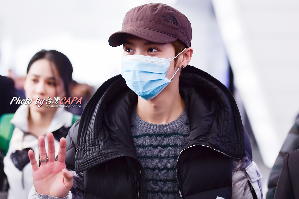 [FANTAKEN] 150117 Beijing Airport to Taiwan Taoyuan Airport [12P] 15679957463_4d74cdd4af_o
