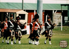 Pipe Band Christchurch 1988 V1.5-tweed jacket photos (The General Was Here !!!) Tags: christchurch scotland photo pix kilt 1988 scottish marching kiwi kilts 1980s piping drill pipers chanter pipeband drones kiwiana scottishmusic inuniform addingtonshowgrounds scottishmusichighlandmusic