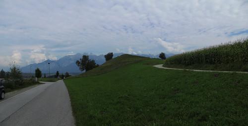 20140905 01 189 Rom Abt Wolken Berg Bäume Wiese Weg_P01