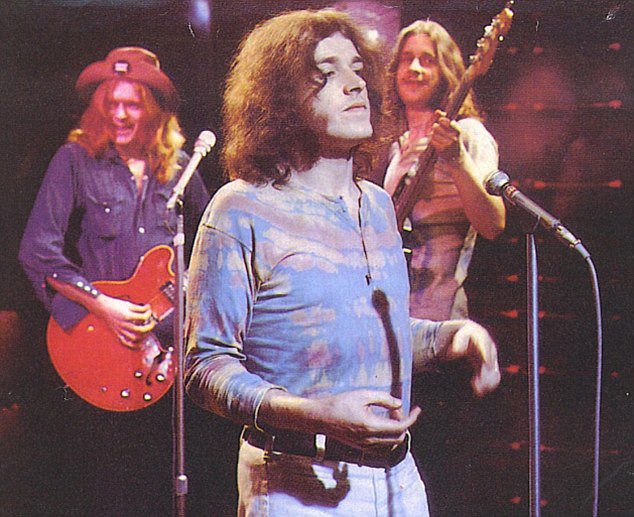 Joe Cocker & The Grease Band ~ Joe & Henry McCullough guitar on left & Alan Spenner bass guitar on right. God bless Joe Cocker & Alan Spenner & prayers for Henry, please