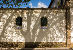 'Window Shade' (Canadapt) Tags: shadow sky cloud tree portugal window wall architecture sidewalk colares canadapt