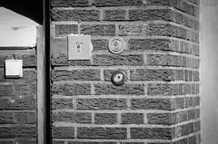 zu Ihrer eigenen Sicherheit (chipsmitmayo) Tags: blackandwhite film wall analog switch gate key minolta lock schlssel garage ii schwarzweiss xd7 viele f28 viel mnster mauer 135mm 114 schalter westfalen selfdeveloped klinker rokkor adox schlos kleinbild selbstentwickelt cms20 adotech