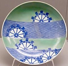 faire la roue (2) (canecrabe) Tags: museum vert muse bleu porcelaine japon edo plat cramique noria roue cladon flots artsdcoratifs moulineau