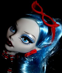 Ghoulia Yelps (JodieWould) Tags: travel monster photography amazon doll pretty dolls zombie basic dollphotography yelps ghoulia monsterhigh ghouliayelps monsterhighdolls dollphotograhy