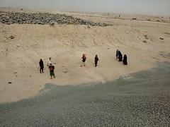 2014-11-06 12.41.31 (felipefonseca) Tags: trip junk tires fieldtrip lixo qatar craftsmen gambiarra vcuq repairmen mfavcuq