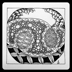 String Thing #75 (ilienne) Tags: blackandwhite bales 75 stringthing pokeroot ennies zentangle echoism pokeleaf wwwzentanglezooblogspotnl