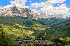 (Val Badia) Badia, loc. La Villa mt. 1.433 _ Sullo sfondo: San Cassiano (cicrico) Tags: dolomiti sdtirol bolzano bozen altoadige dolomiten sudtirolo valbadia gadertal
