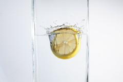 Zitrone splash (rabindahouse) Tags: orange robin cool wasser gelb freeze grn splash farbe tropfen behr 2014 sauer zitrone rab spritzer spritzen indahouse