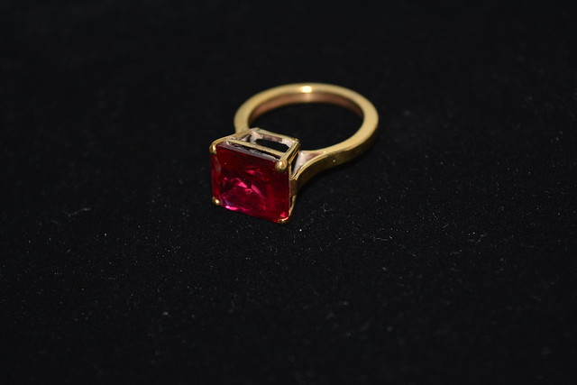 Eleanor Woolacott, Emerald Cut Spinel Ring © The Goldsmiths Centre, 2014