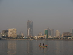Mumbai Bombay India Indien South Asia Asien Maharashtra (hn.) Tags: sea copyright india building water buildings boot boat asia asien heiconeumeyer meer wasser indian bombay highrise maharashtra mumbai fishingboat indien gebude highrises southasia copyrighted 2014 in arabiansea fischerboot ozean indisch arabischesmeer sdasien maharashthra takenfromhajialidargah tp201415