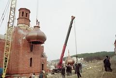 76. Подъем купола на храм в с.Богородичное 2002 г
