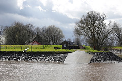 April showers (Dieter Drescher) Tags: trees houses sky sun green water grass ferry clouds river shower ramp wasser bare leer himmel wolken bank april ostfriesland gras grn riverbank ufer fluss sonne bume muddy dike fhre loga kahl huser leda deich rampe rainshower schauer flussufer regenschauer lehmig jmme amdorf pnte dieterdrescher