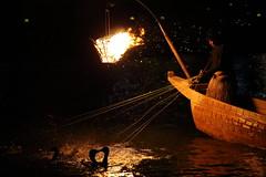 Cormorant fishing (Teruhide Tomori) Tags: japan night river fire  tradition fishingboat  gifu japon cormorantfishing   nagarariver